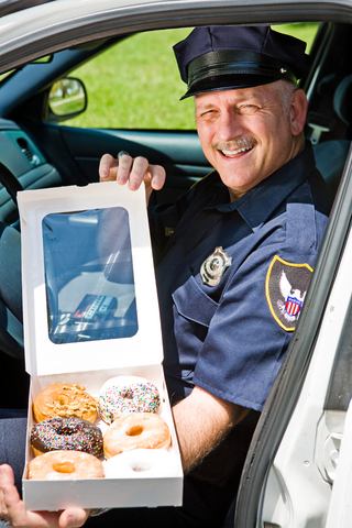 cop-eating-donut